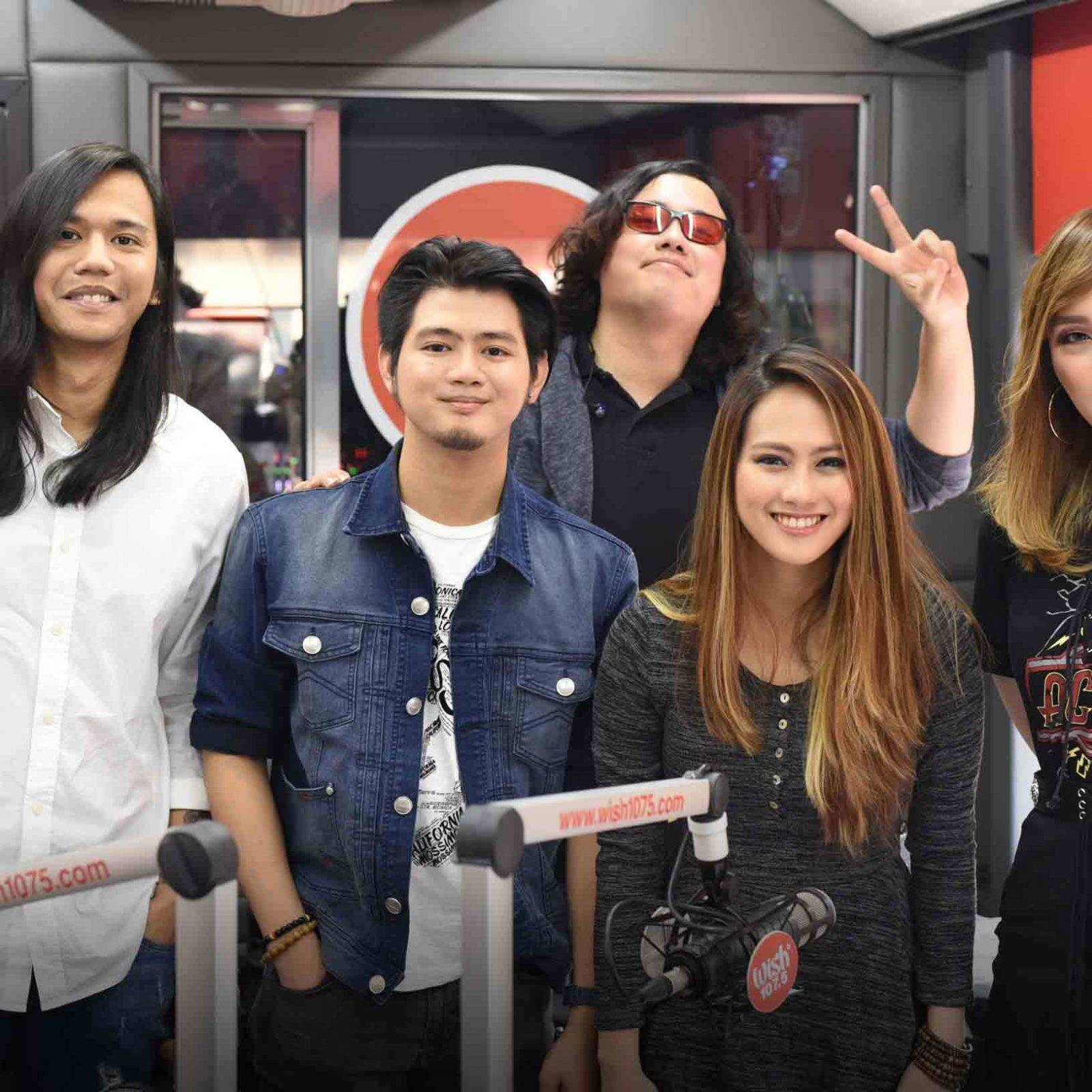 "Gracenote energizes Wish 107'5's anniversary bash with their performances of their hits, ""Bilog"" and ""Pause"".  (Photo courtesy of Photoville International)"