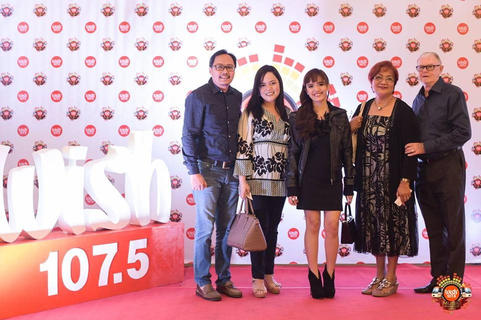 Rising pop act Ataska, together with her family, on the 3rd WMA red carpet