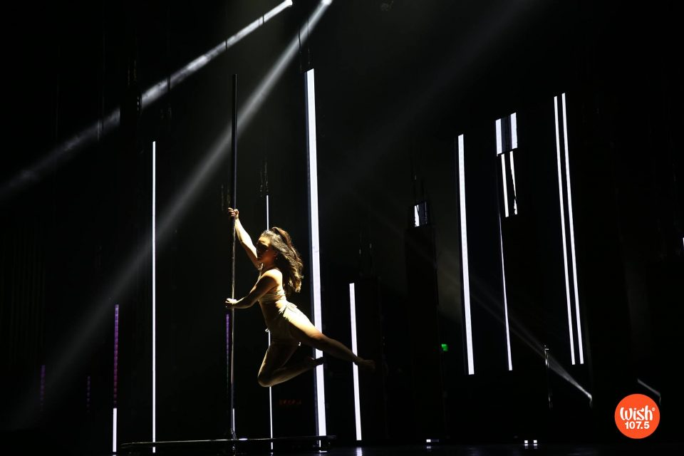 Multi-hyphenate Ciara Santos stuns #TheEddys2018 crowd with a breathtaking pole dance performance showcasing her intricate and elegant moves.