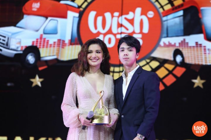 """Asia's Pop Sweetheart Julie Anne San Jose, together with singer-songwriter-producer Fern., wins the Wish Urban Song of the Year for """"Down For Me."""""""