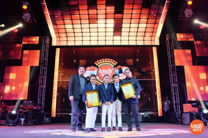 The TNT Boys receive the Breaking Boundaries Award from the 4th Wish Music Awards for their contribution to the local music scene as they have also been recognized internationally for their singing talent. Presenting the award were BMPI executives Mr. Gerardo Etorma III (left) and Mr. Jay Eusebio (right).
