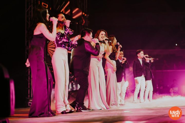 """The Wishfuls and The TNT Boys open the 4th Wish Music Awards with their rendition of the Queen classic, """"I Want To Break Free."""""""
